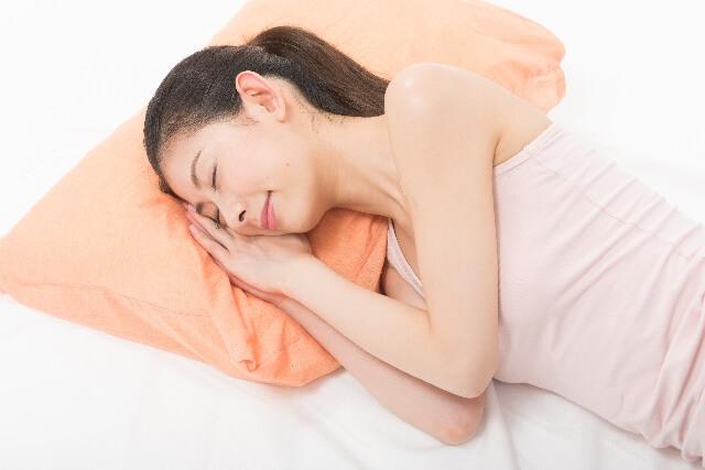 頚椎症・首こり持ちの僕が「寝ながら骨格矯正まくらPro(枕)」の使い心地を徹底レビュ